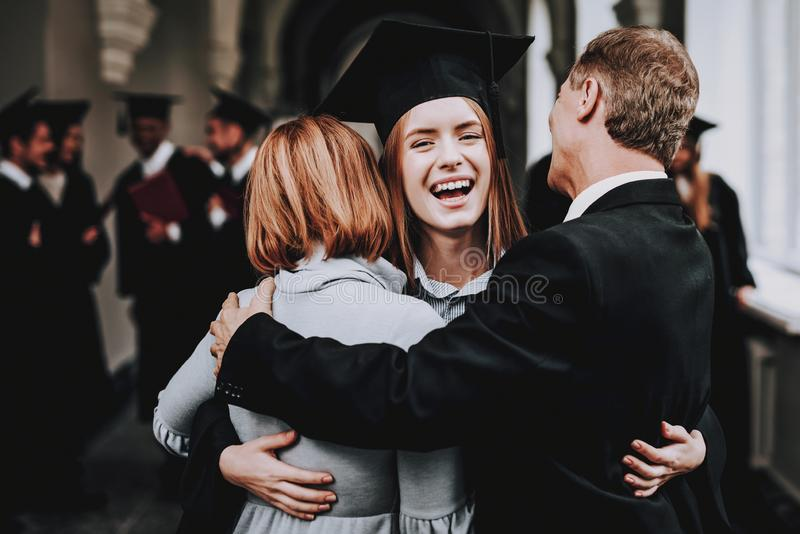 relações diploma pais Felicitações feliz fotografia de stock royalty free