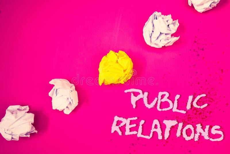 Relações públicas do texto da escrita da palavra O conceito do negócio para o Social da publicidade da informação dos povos dos m imagem de stock royalty free