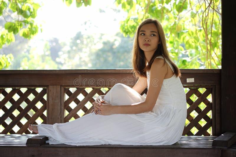 Relacionamento excedente infeliz da menina asiática fotografia de stock royalty free