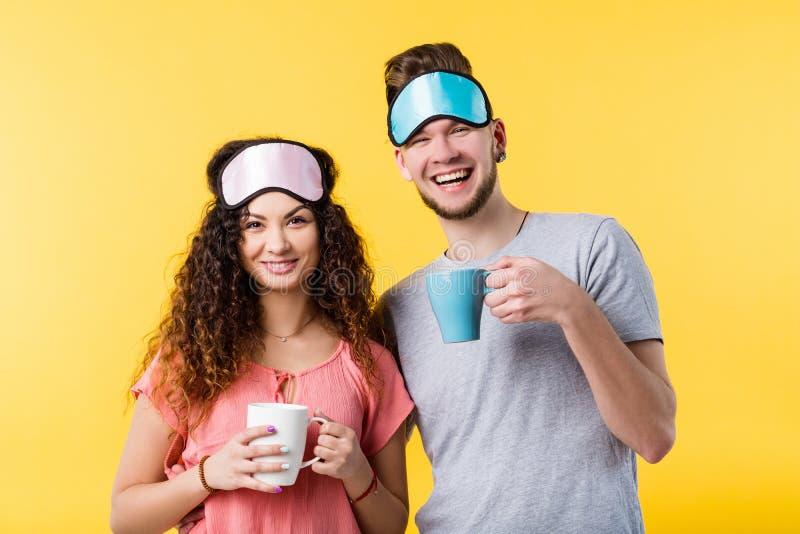 Relacionamento novo feliz dos pares do bom dia foto de stock