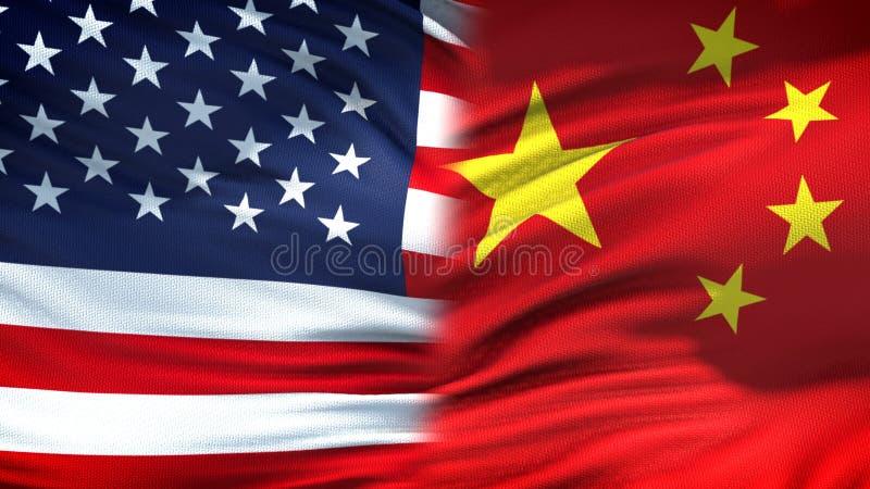 Relaciones del fondo de las banderas de Estados Unidos y de China, diplomáticas y económicas foto de archivo libre de regalías