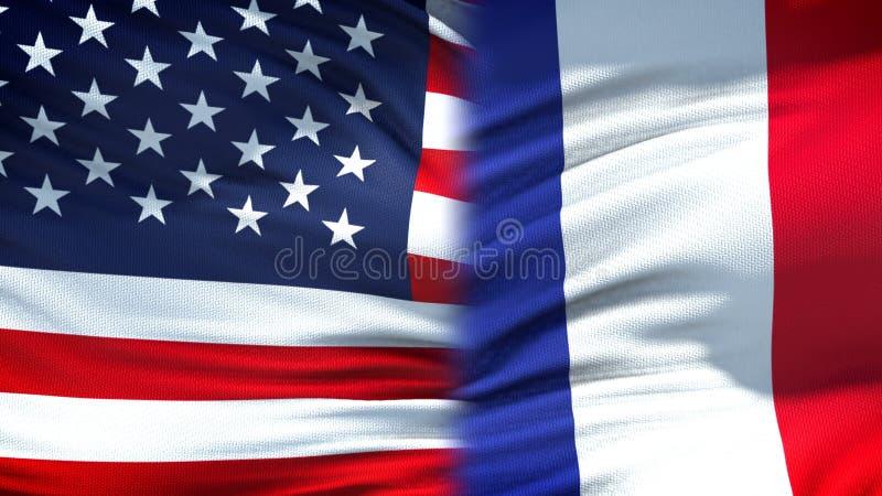 Relaciones del fondo de las banderas de Estados Unidos y de Francia, diplomáticas y económicas fotos de archivo