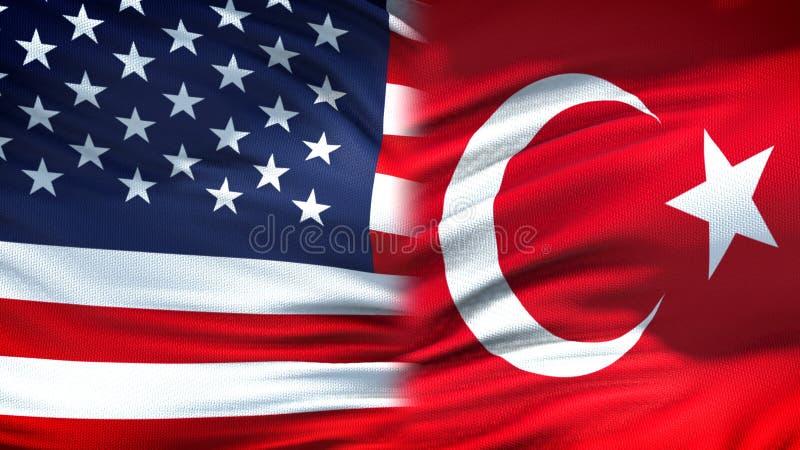 Relaciones del fondo de las banderas de Estados Unidos y de Turquía, diplomáticas y económicas imagenes de archivo