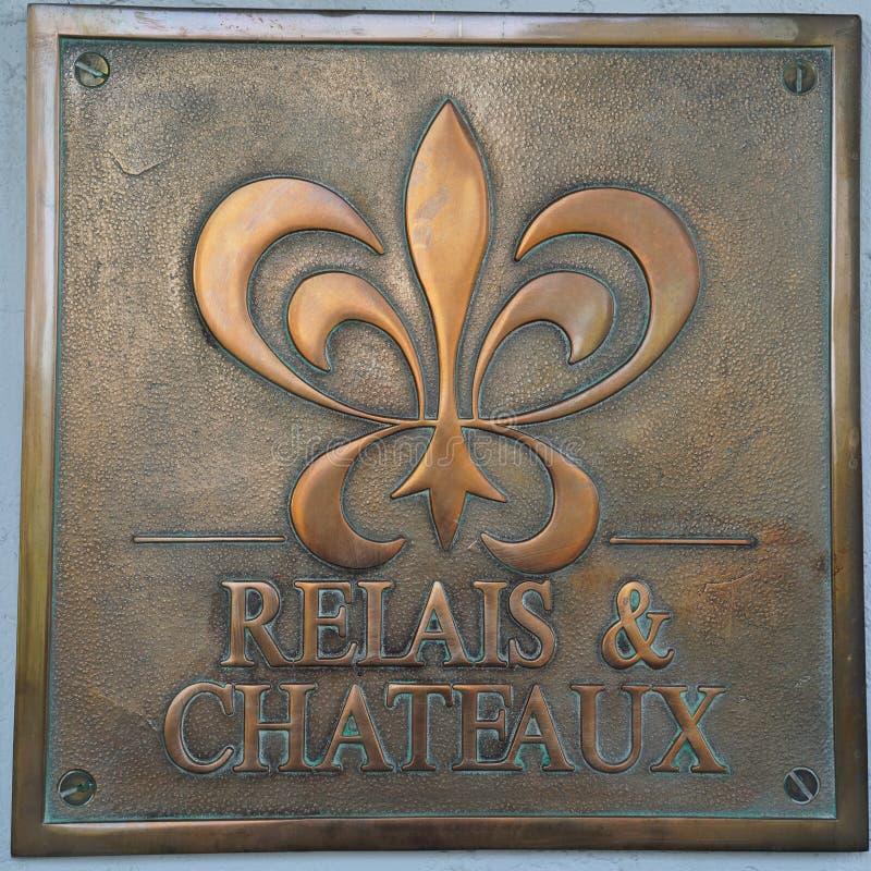 Relais u. Chateaux unterzeichnen herein Hotel Chateau du Sureau in Oakhurst, Kalifornien stockbilder