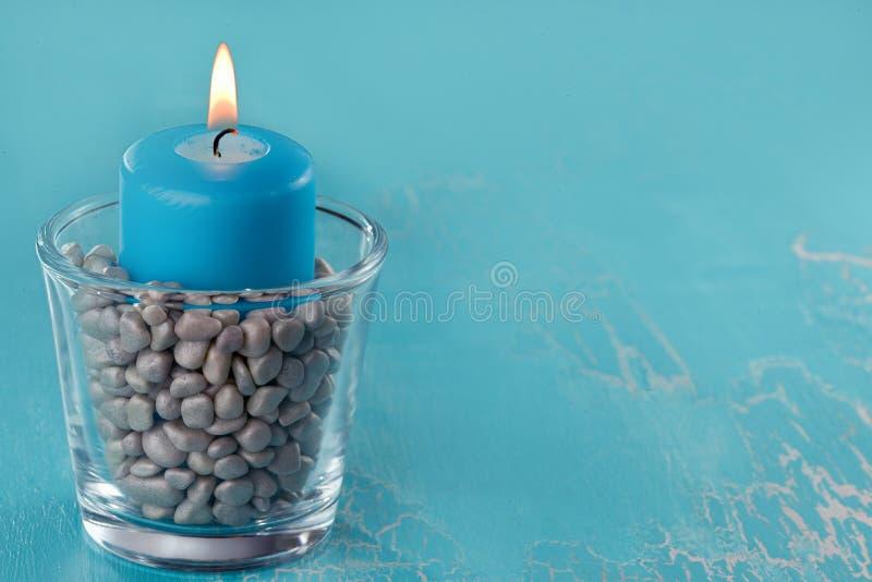 Relajación con la luz de una vela - copyspace imagenes de archivo