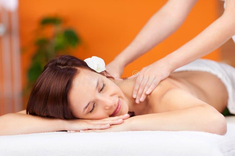 Relajación durante masaje imagen de archivo libre de regalías