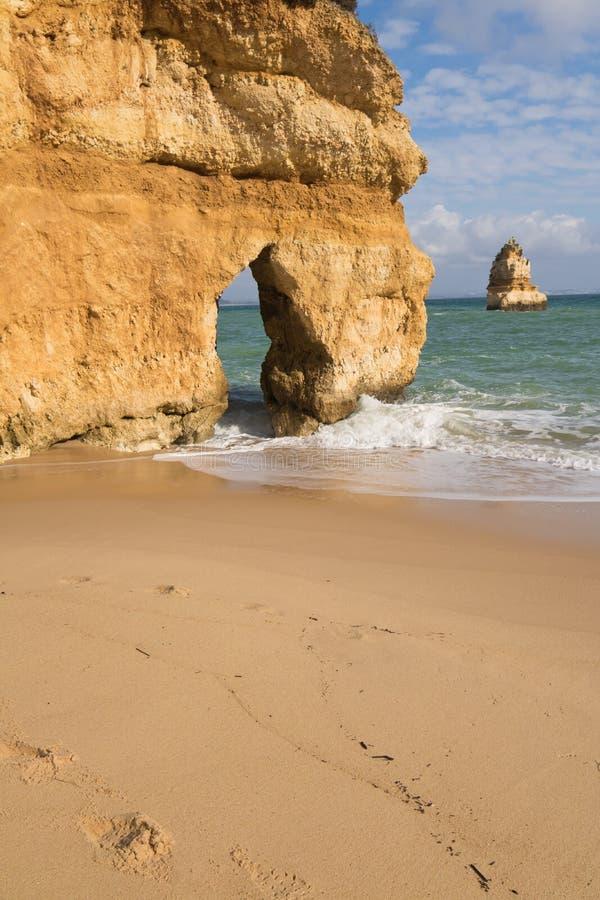 relajación en paisaje marino maravilloso en la playa arenosa de Camilo fotografía de archivo