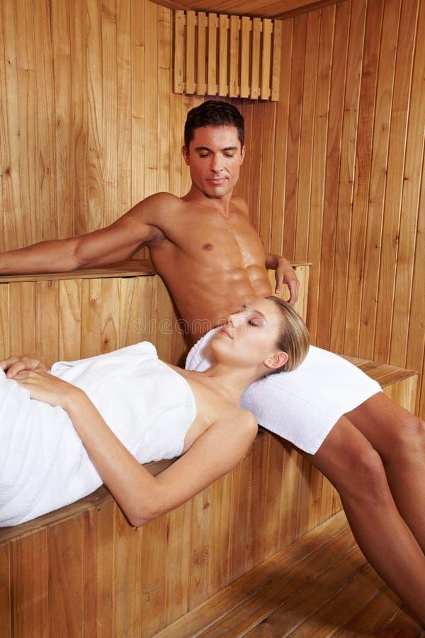 Relajación en sauna fotos de archivo libres de regalías