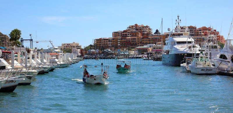 Relaje la vista al mar del lugar en el puerto deportivo en el restaurante agradable del hotel de California Los Cabos México con  fotografía de archivo