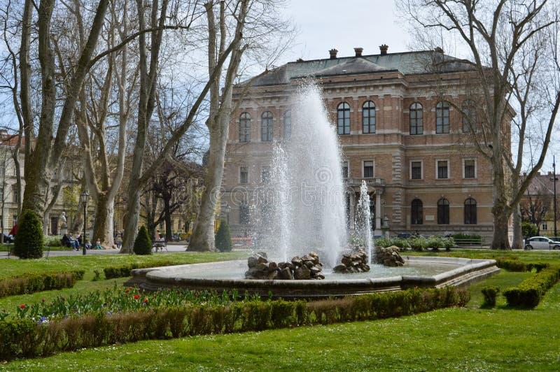 RelaksujÄ…cy parkowy Zrinjevac w Zagreb centrum miasta zdjęcie royalty free