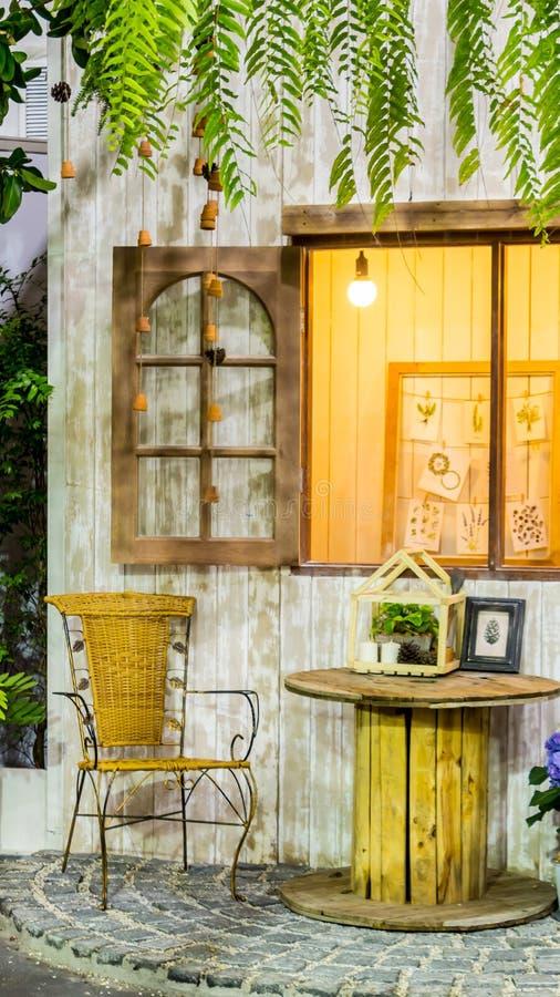 Relaksujący teren w wygodnym domu obrazy stock