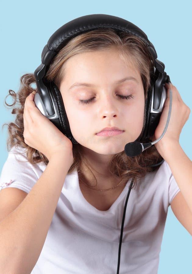 Relaksuje muzykę i słucha! obrazy royalty free