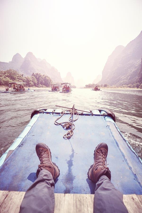 Relaksuje na Li Rzecznej bambusowej tratwie, Chiny fotografia stock
