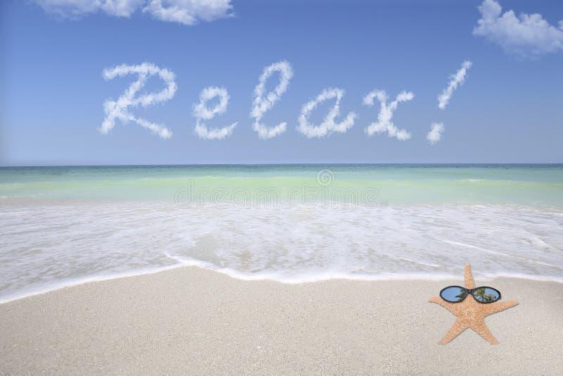 Relaksuje na plaży zdjęcia royalty free