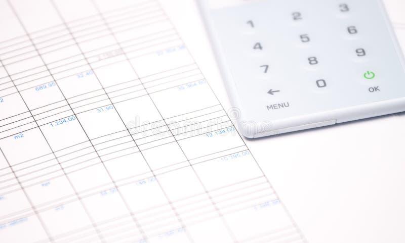 Relatório financeiro e calculadora foto de stock royalty free