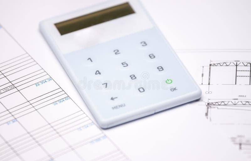 Relatório financeiro e calculadora fotos de stock royalty free