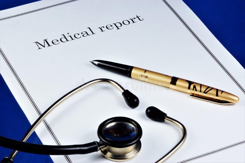 Relatório médico nos estados da saúde do paciente examinado Diagnóstico a essência da doença em termos médicos e baseada imagens de stock