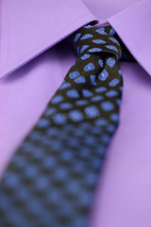Relation étroite et chemise image stock