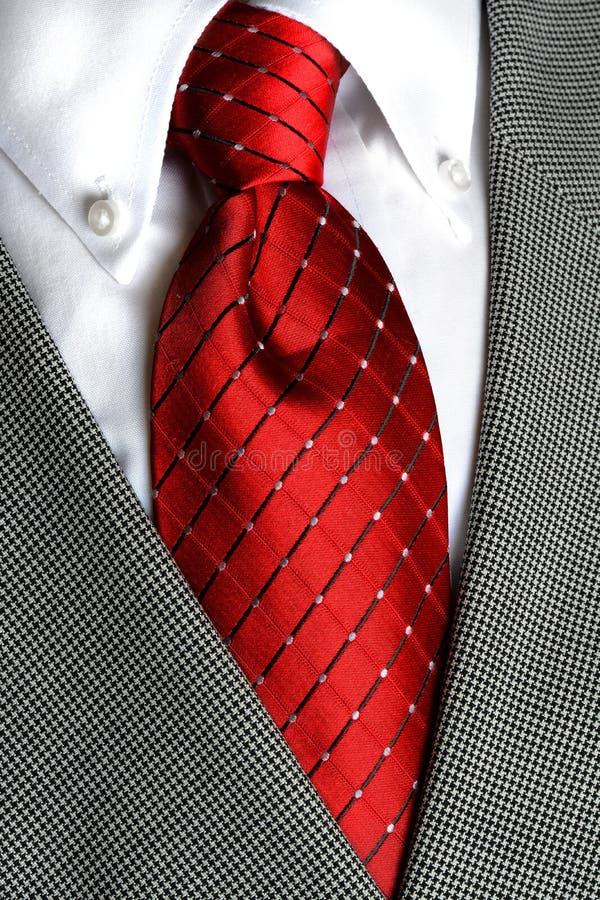 Relation étroite rouge de chemise blanche photos stock