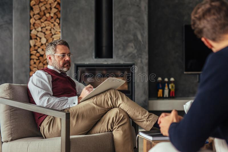 Relationship counselor giving advice to couple royalty free stock photos