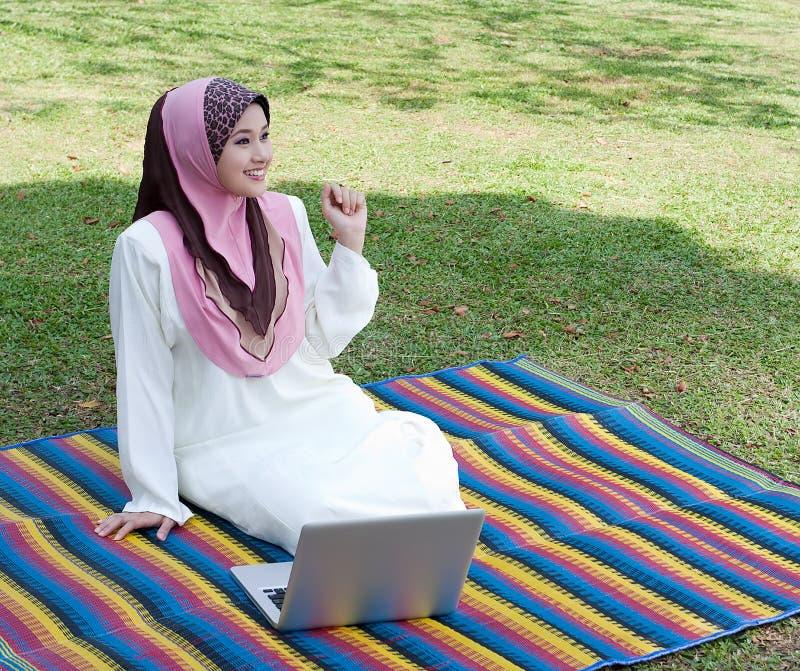 Relaxado no parque imagem de stock royalty free