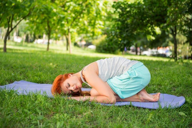 Relaxamento com ioga imagens de stock royalty free