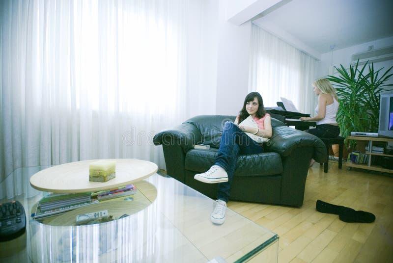 Relaxamento em casa fotografia de stock