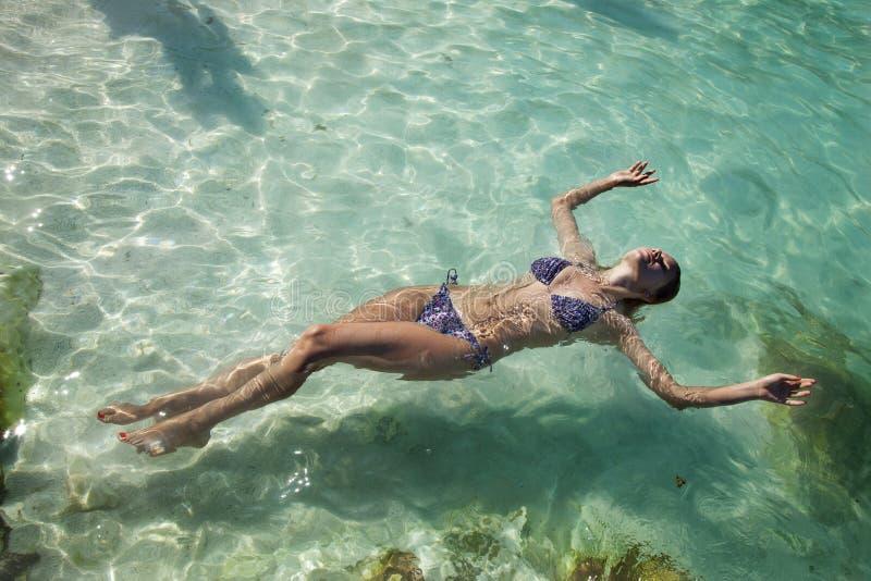 Relaxamento no mar fotografia de stock royalty free
