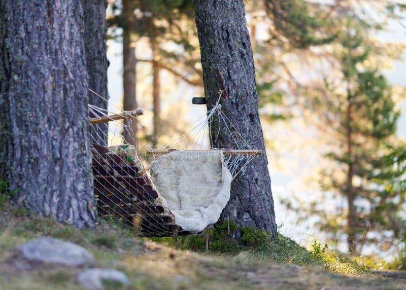 Relaxamento nos lagos da montanha com sons e aromas da natureza fotografia de stock royalty free