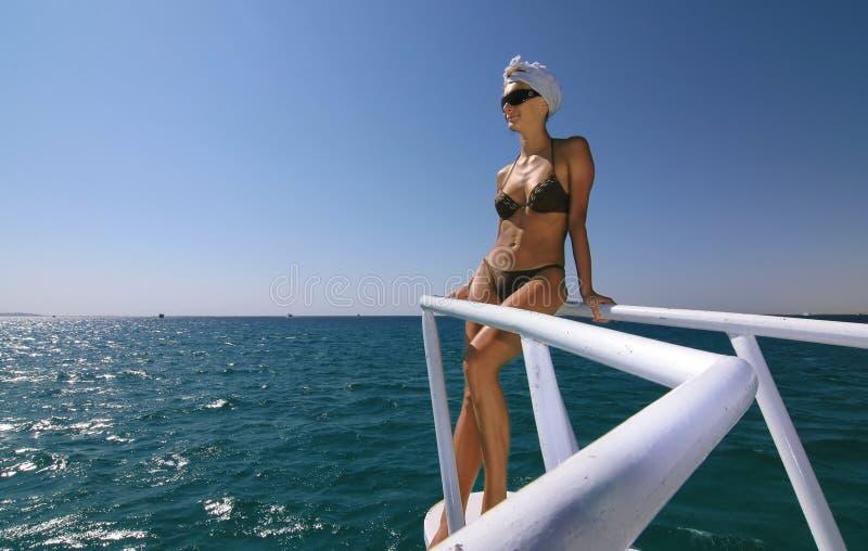 Relaxamento sobre o mar imagem de stock