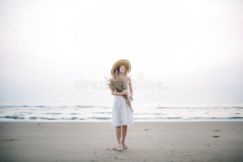 Relaxation de déplacement de vacances de vacances d'été de plage photo libre de droits