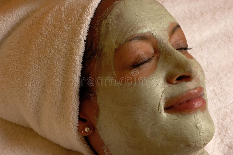 Relaxation faciale de masque de station thermale photos libres de droits