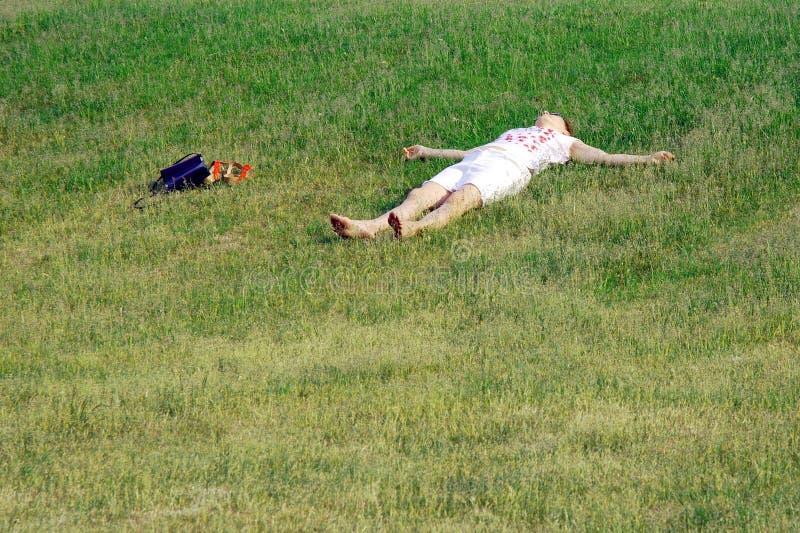 Relaxation, unité avec la nature en parc de ville photos stock