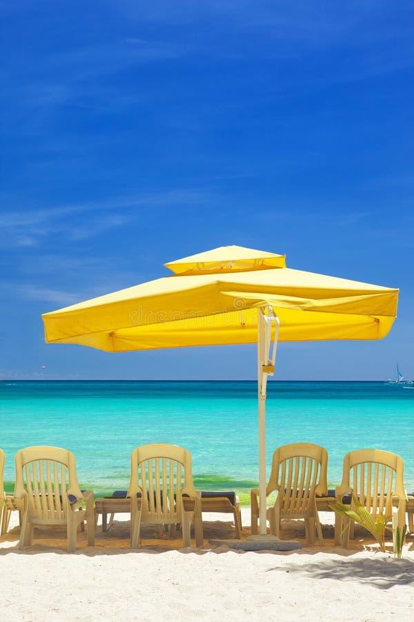 Relaxe a área na praia foto de stock
