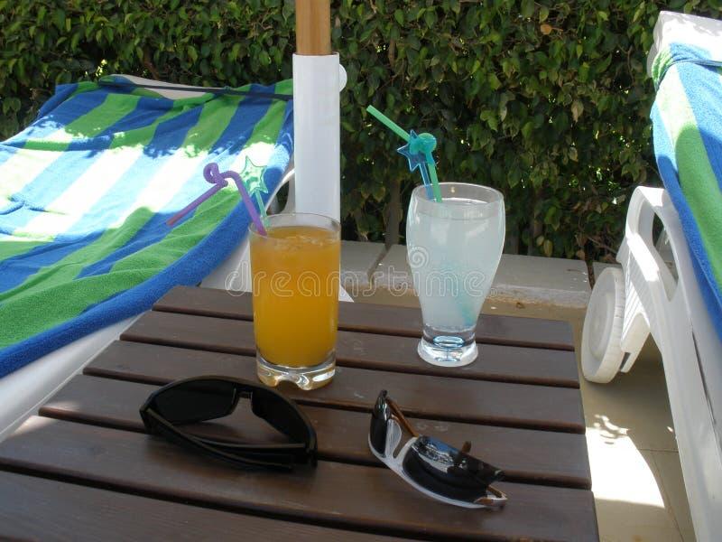 Relaxe com bebidas foto de stock royalty free