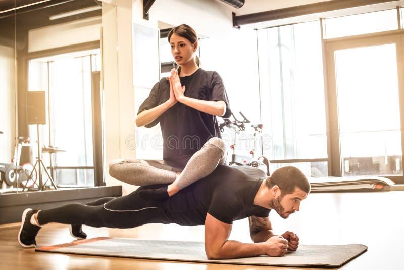 Relaxe e construa os músculos da dose imagens de stock