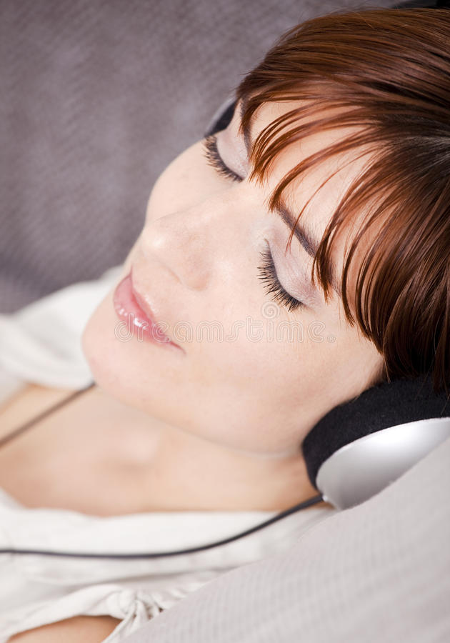 Relaxe e música de escuta imagem de stock royalty free