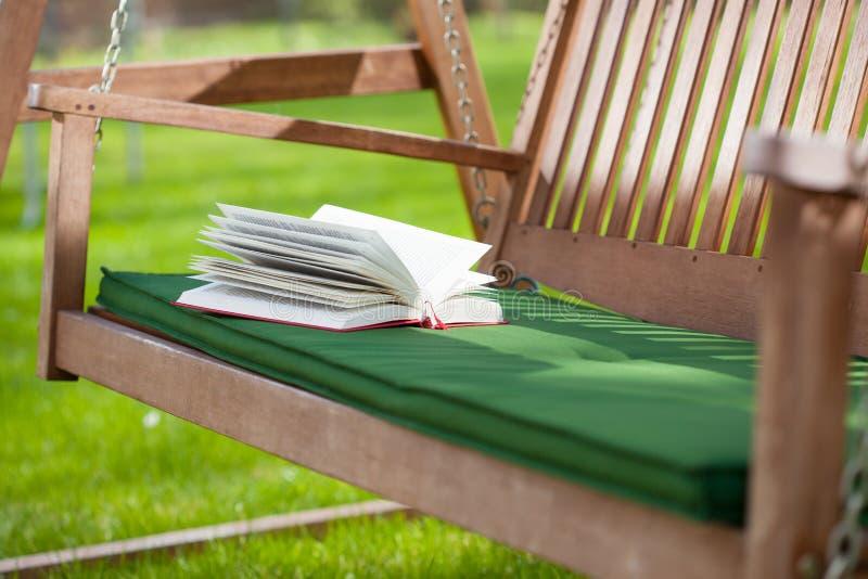 Relaxe em um jardim foto de stock