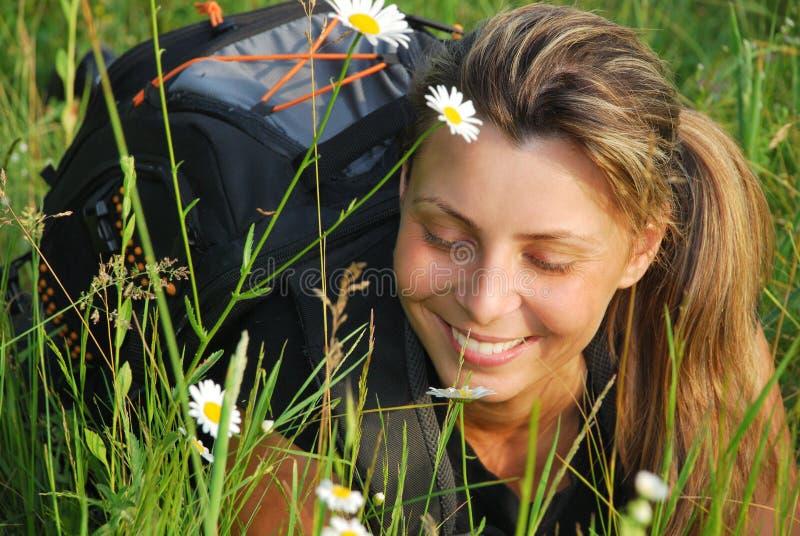 Relaxe na grama foto de stock
