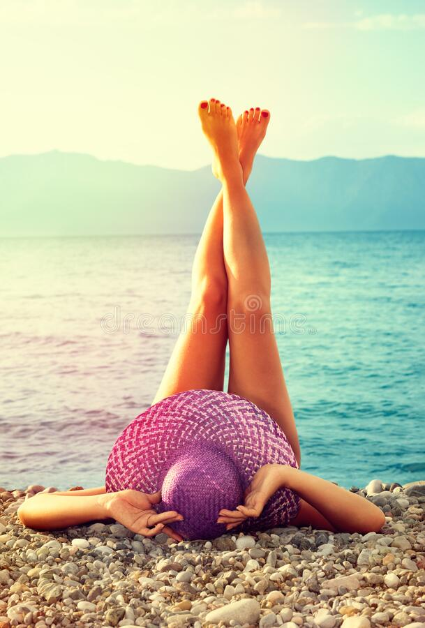 Free Relaxing And Sunbathing At Beach Royalty Free Stock Photos - 174538618