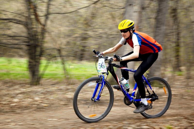 relay för race för berg för cykellandskors fotografering för bildbyråer