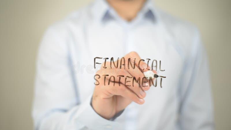 Relevé de compte financier, écriture d'homme sur l'écran transparent images stock