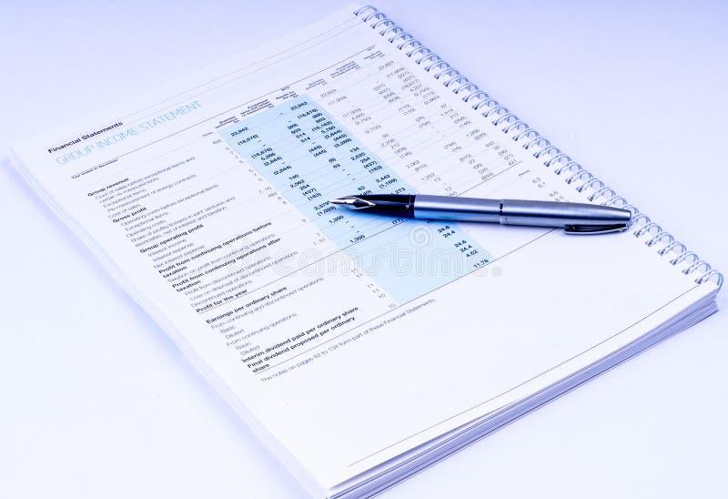 Relevés des compte financier avec le stylo photo libre de droits