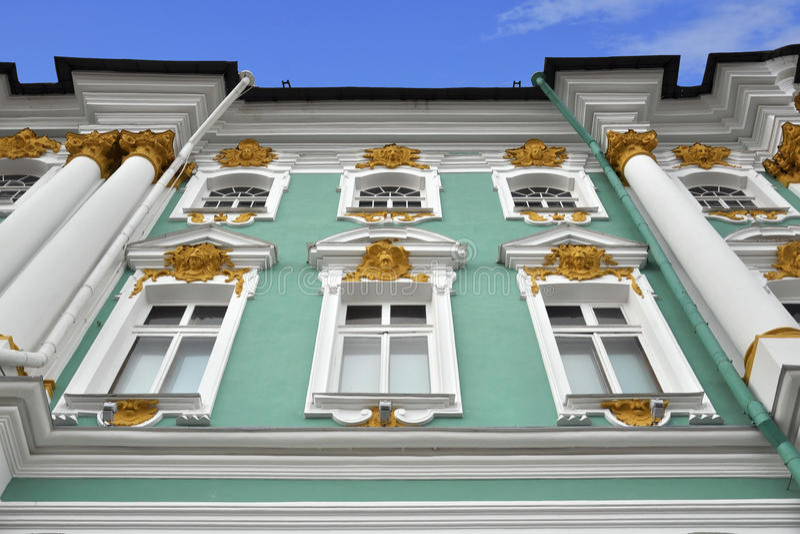 Relevación decorativa del palacio del invierno, St Petersburg foto de archivo