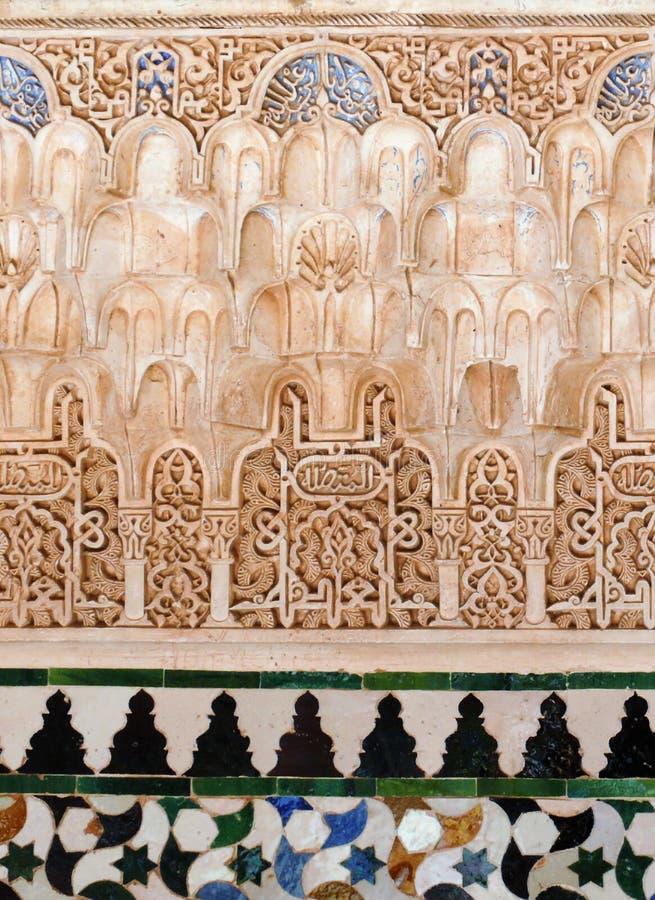 Relevaciones decorativas y azulejos - arte musulmán foto de archivo libre de regalías