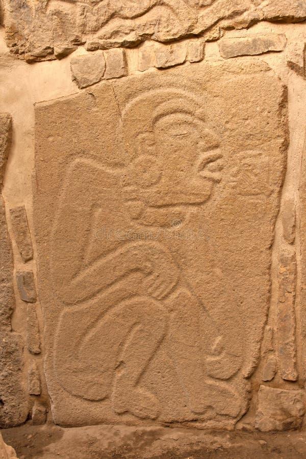 Relevo antigo do zapotec na parede em México foto de stock