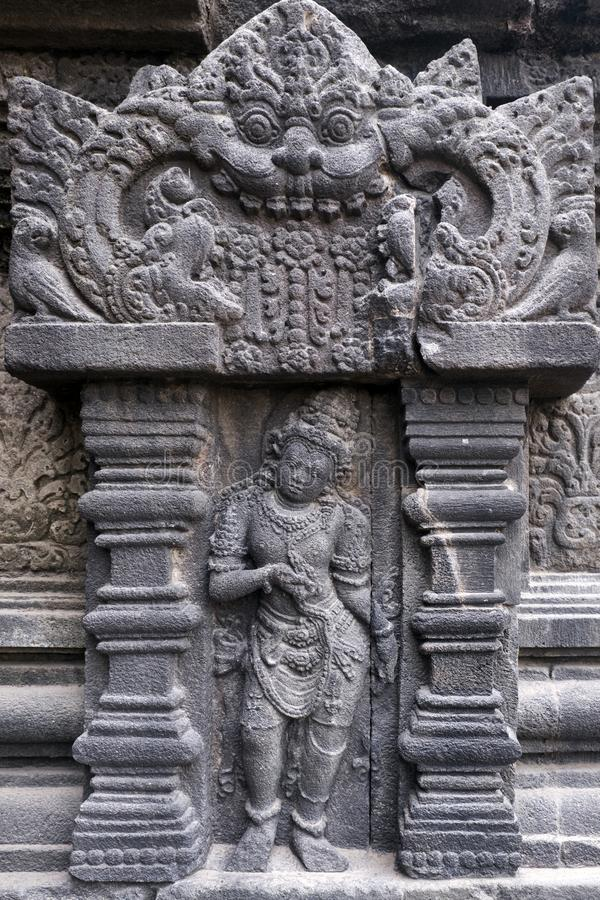 Relevo de Bas, templo de Prambanan, lugar em Yogyakarta, Indonésia fotografia de stock