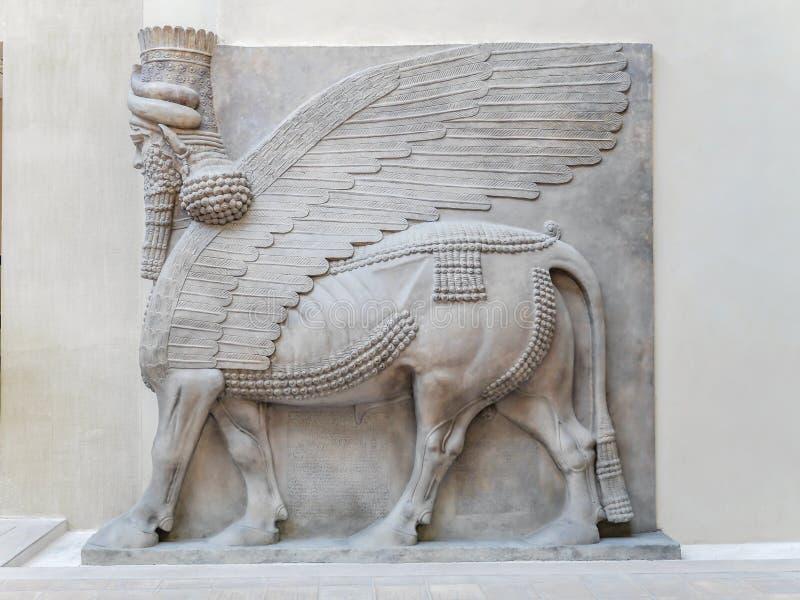 Relevo de Cour Khorsabad, Assyria - museu do Louvre imagens de stock