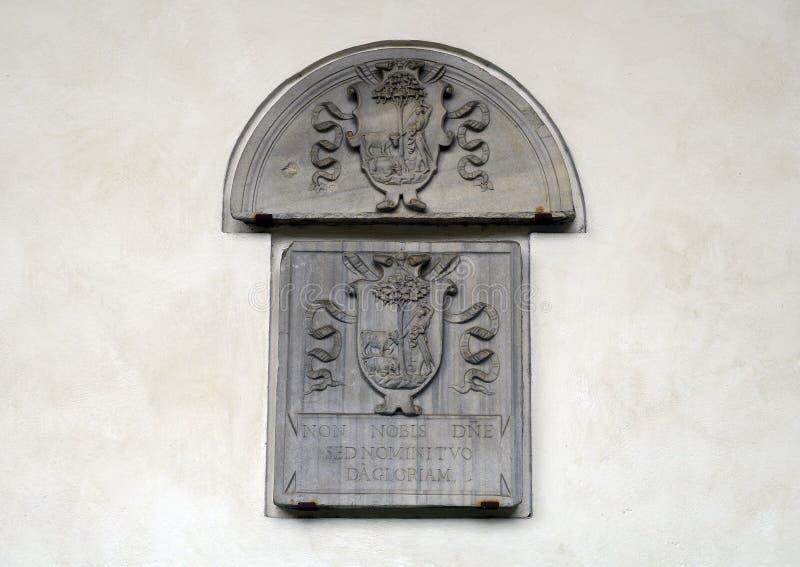 Relevo de um sacrifício da vaca em uma parede do claustro das rãs no delle Grazie de Santa Maria, Milão, Itália fotografia de stock