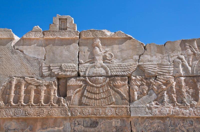 Relevo do símbolo voado do sol do Zoroastrianism em Persepolis arruinado foto de stock royalty free
